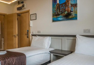 Photo 2 - London Stay Apartments