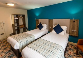 Photo 2 - Cairn Hotel & Apartments