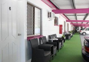 Photo 3 - Townsville Holiday Apartments