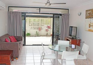 Photo 2 - Townsville Holiday Apartments
