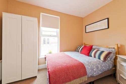 Photo 31 - 2 Bedroom Riverside Apartment Accommodates 6