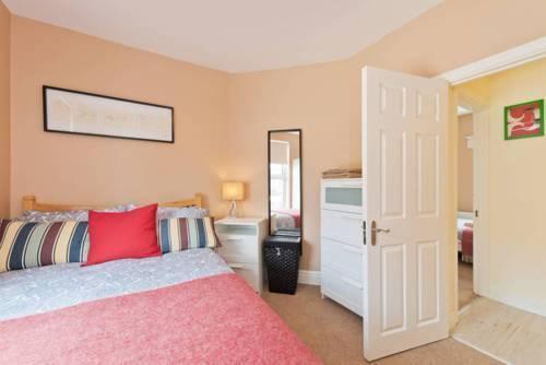 Photo 16 - 2 Bedroom Riverside Apartment Accommodates 6
