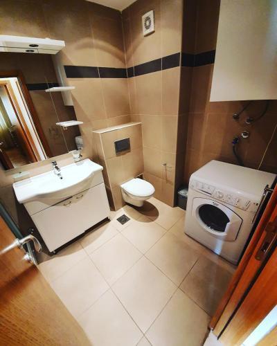 Photo 2 - LEEA Apartments
