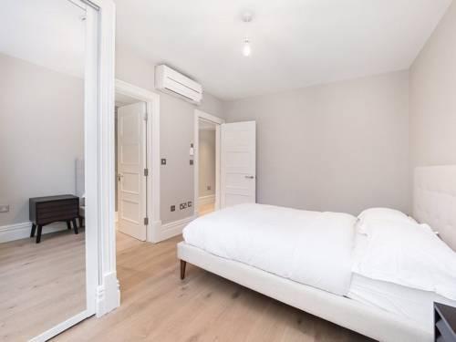 Photo 4 - Valet Apartments Whitehall