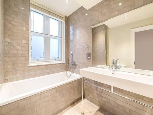 Photo 6 - Valet Apartments Whitehall