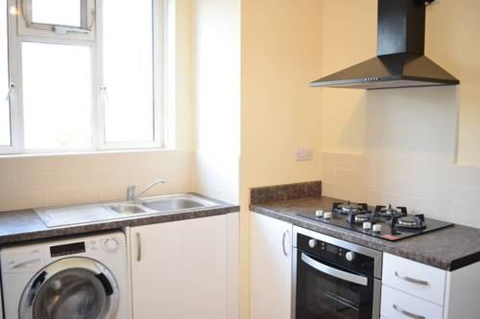 Foto 13 - New Renovated & Spacious 4-Bed Apartment