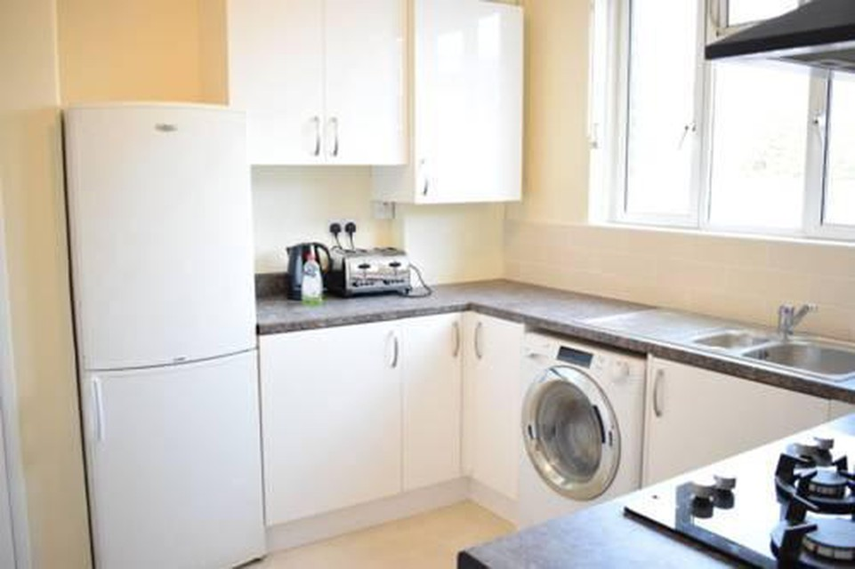 Foto 4 - New Renovated & Spacious 4-Bed Apartment