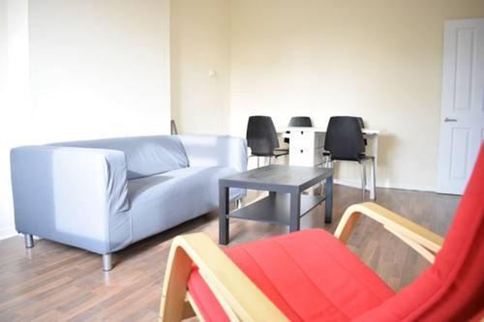 Foto 7 - New Renovated & Spacious 4-Bed Apartment