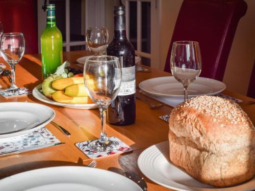 Photo 15 - Holiday Home Cwm Tawel