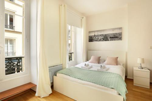 Photo 3 - Sublime appartement entre Invalides & Tour Eiffel( Amelie)