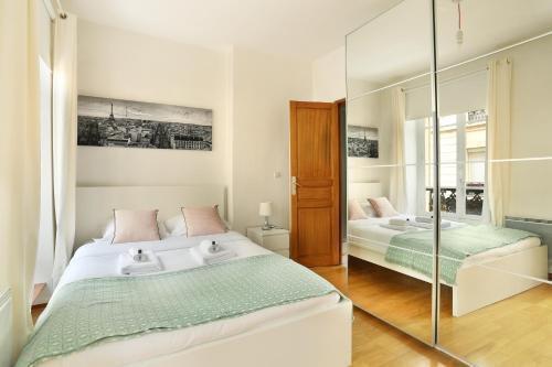 Photo 6 - Sublime appartement entre Invalides & Tour Eiffel( Amelie)