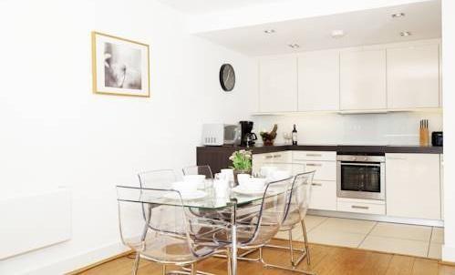 Photo 15 - London City Apartments
