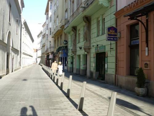 Photo 4 - Premier Central Apartment