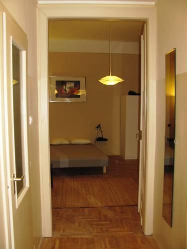 Photo 5 - Premier Central Apartment