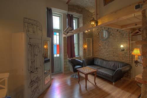 Photo 5 - Lavender Circus Apartments
