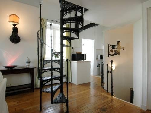 Photo 4 - Mithouard Apartments