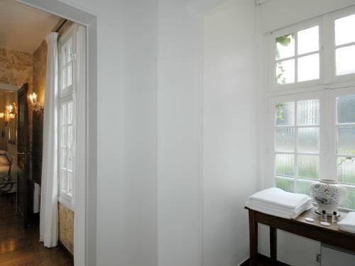 Photo 5 - Mithouard Apartments
