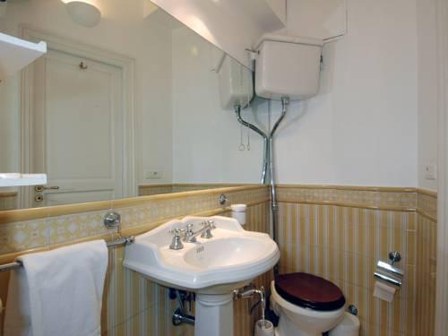 Photo 30 - Mithouard Apartments