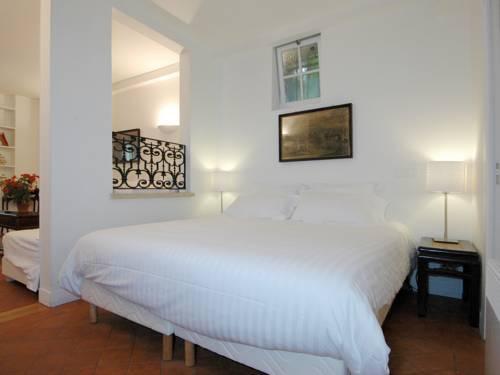 Photo 7 - Mithouard Apartments
