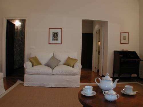 Photo 36 - Mithouard Apartments