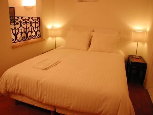 Photo 19 - Mithouard Apartments