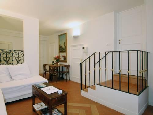 Photo 2 - Mithouard Apartments