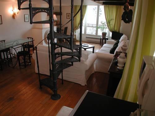 Photo 15 - Mithouard Apartments