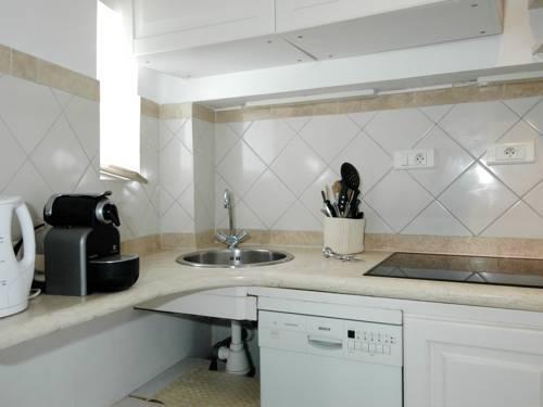 Photo 11 - Mithouard Apartments