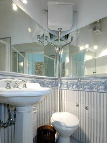 Photo 26 - Mithouard Apartments