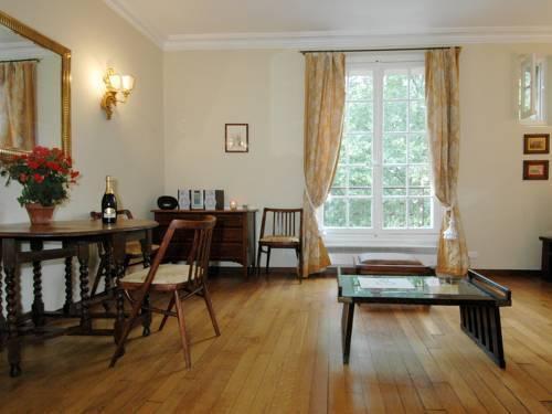 Photo 1 - Mithouard Apartments