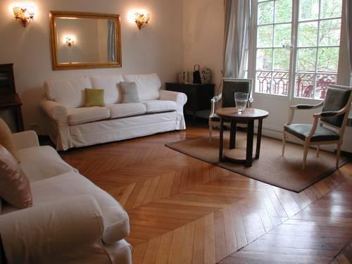 Photo 28 - Mithouard Apartments