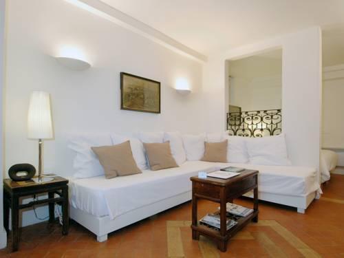 Photo 37 - Mithouard Apartments