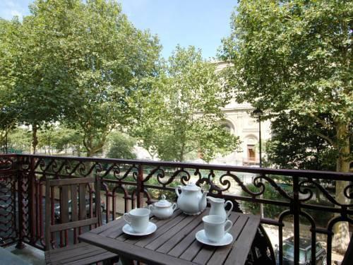 Photo 38 - Mithouard Apartments