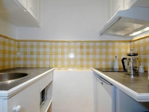 Photo 39 - Mithouard Apartments