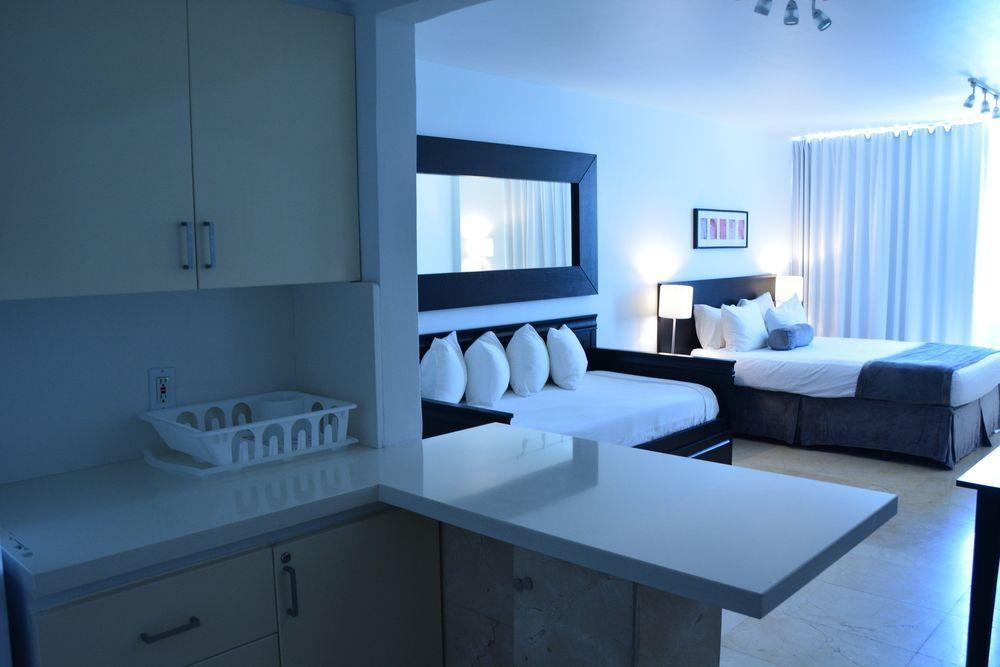 Photo 4 - New Point Miami Beach Apartments