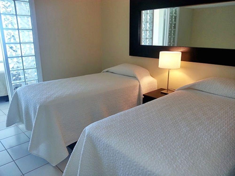Photo 31 - New Point Miami Beach Apartments