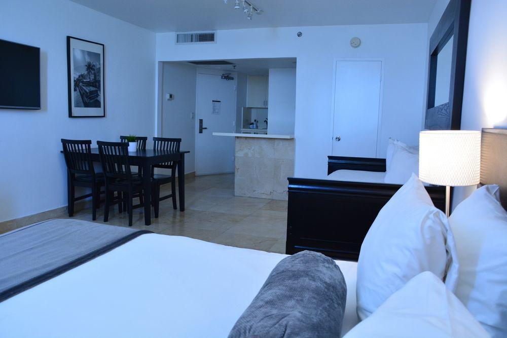 Photo 13 - New Point Miami Beach Apartments