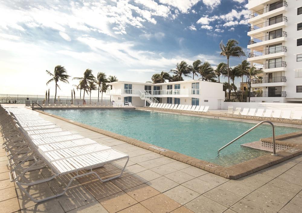 Photo 33 - New Point Miami Beach Apartments