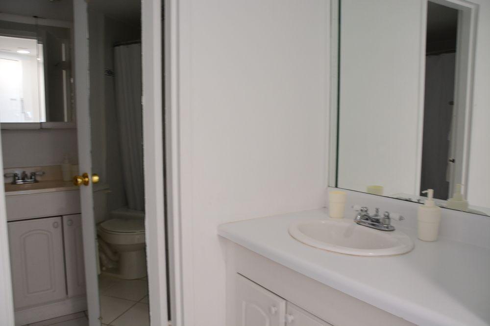 Photo 16 - New Point Miami Beach Apartments