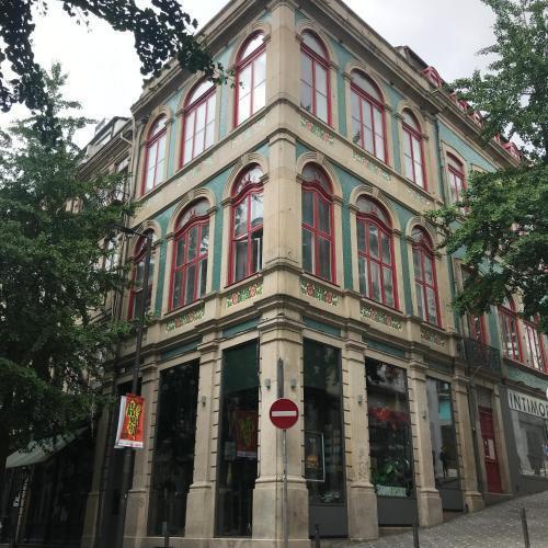 Photo 8 - 1905 Apartments