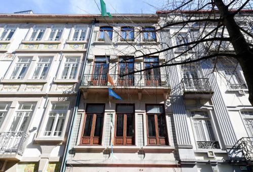 Photo 2 - 1905 Apartments