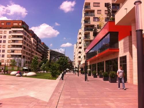 Photo 2 - Greendream Apartment