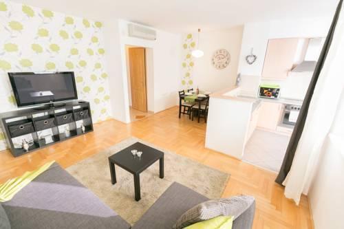 Photo 3 - Gozsdu Court Premier Apartment