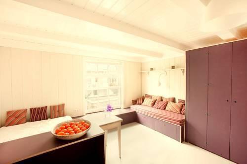 Photo 1 - Dahli's Boutique Apartments