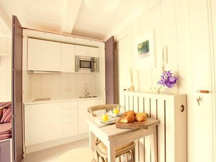 Photo 5 - Dahli's Boutique Apartments