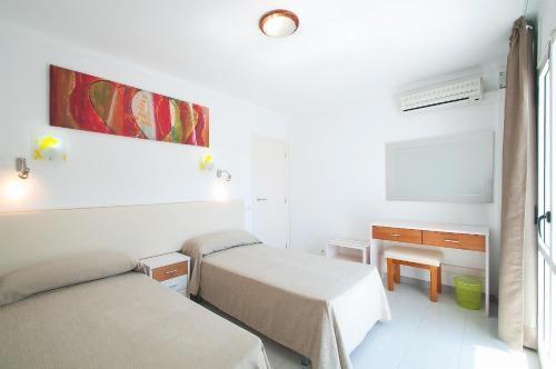 Foto 25 - Apartamentos Sunset Oasis Ibiza - Only Adults