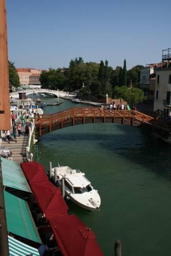 Photo 5 - Nina Venice Apartment