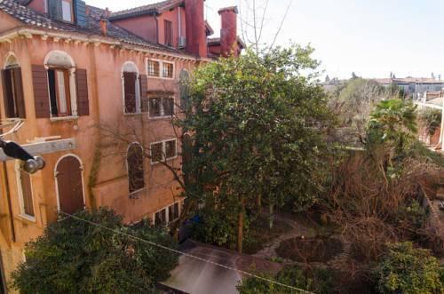 Photo 13 - Nina Venice Apartment