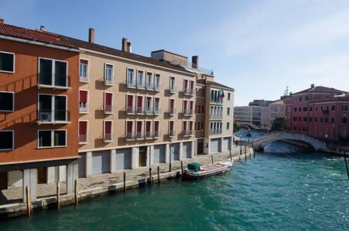Photo 9 - Nina Venice Apartment