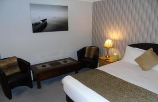 Photo 1 - Jeffersons Hotel & Apartments